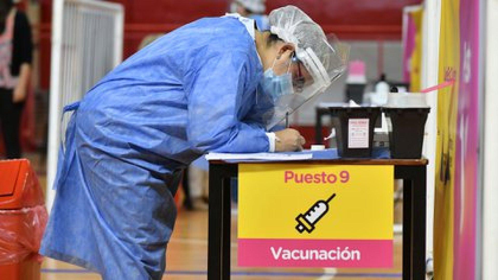 Empieza una nueva etapa del DISPO en Argentina y la ampliación de la vacunación es el principal interrogante
