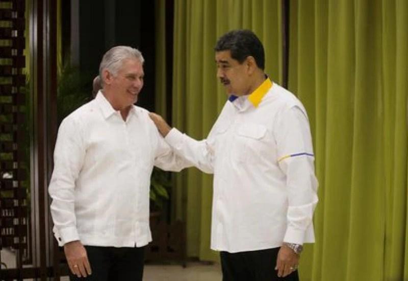 Aunque Chávez y Castro han muerto, las relaciones entre Venezuela, hoy con Nicolás Maduro, y Cuba, con Miguel Díaz-Canel, no han cambiado demasiado. (Ramon Espinosa/vía REUTERS)