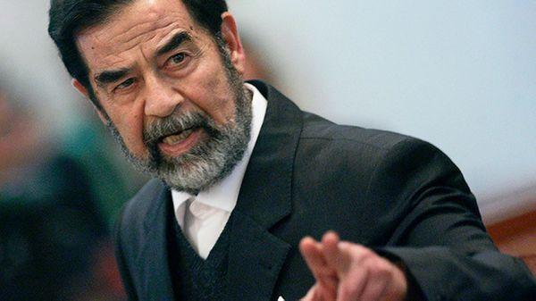El dictador Saddam Hussein durante su juicio tras ser derrocado. Fue colgado por sus crímenes en 2006 tras un polémico juicio (Reuters)