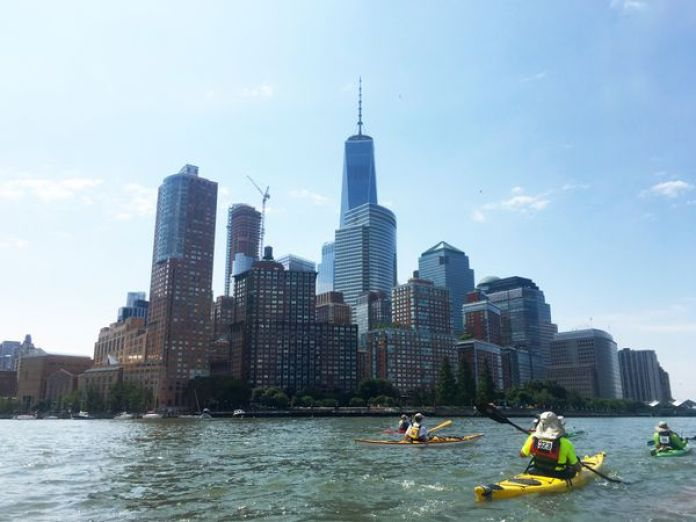 Vista del skyline de Manhattan desde la perspectiva de un kayak (David Brown / The Washington Post)