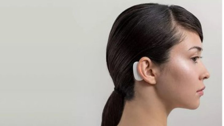 La información se transmitiría a un dispositivo que se aloja detrás de la oreja.