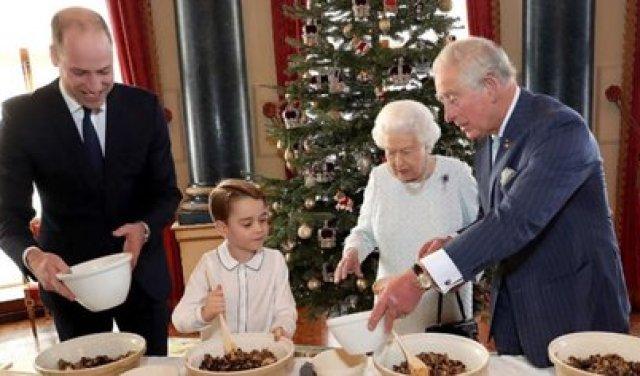 La reina Isabel II reunió a todos sus herederos para compartir una de las tradiciones de navidad