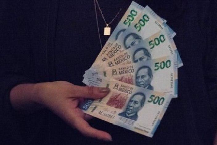 El nombre del mandatario oaxaqueño está en los billetes y en 4.500 calles del país (FOTO: ANDREA MURCIA/CUARTOSCURO)