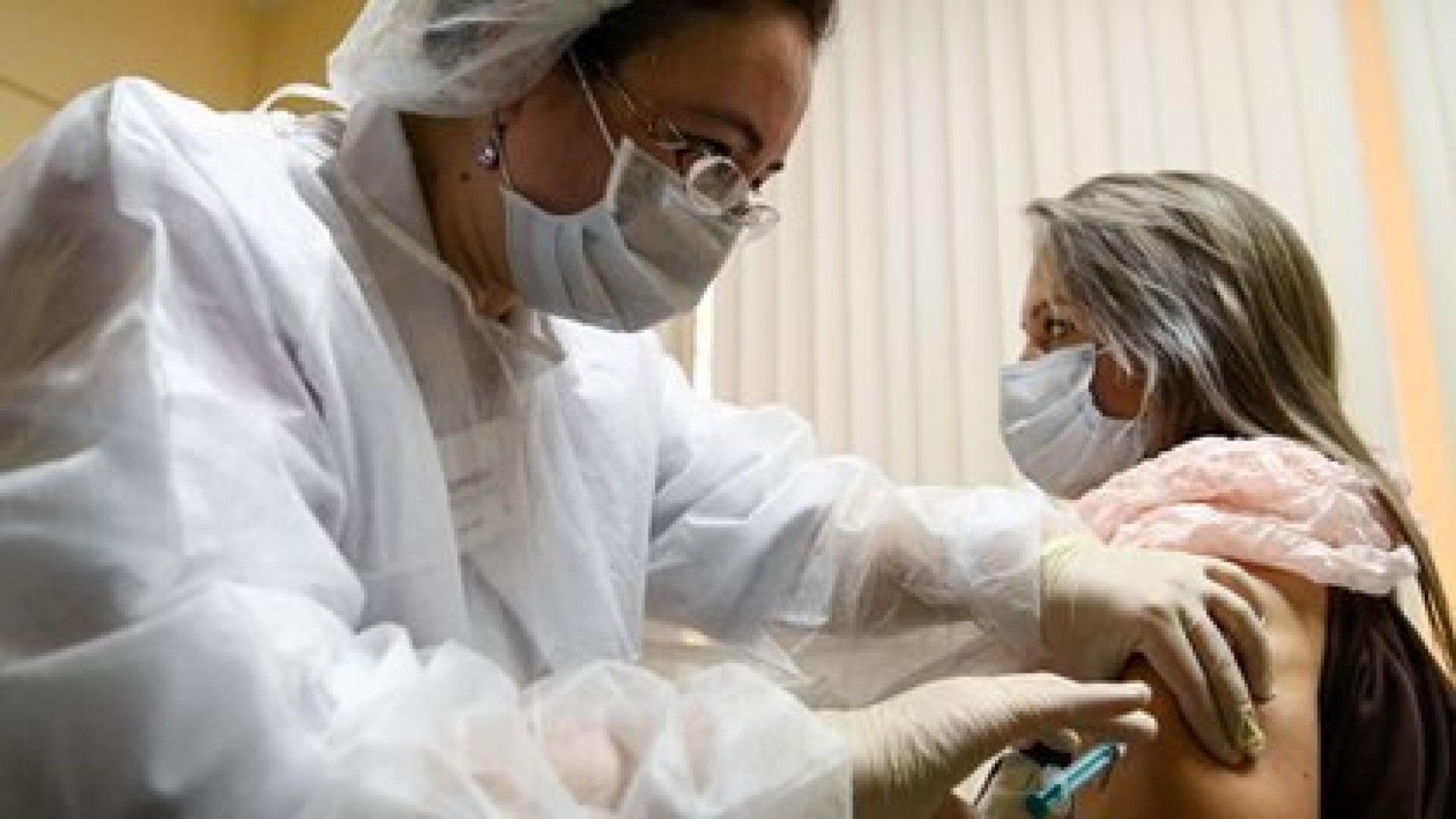 La campaña de vacunación contra el COVID-19 será implementada, al menos inicialmente, desde el sector público, garantizando el acceso gratuito a la vacuna