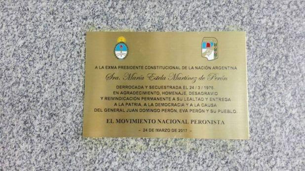 Isabel Perón placa Aeroparque