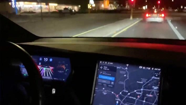 Tesla conducción autónoma (Foto: Captura de pantalla)