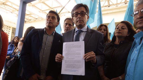 El candidato a Asambleísta César Montufar pidió a la Fiscalía que investigue las denuncias que involucran al vicepresidente de Ecuador