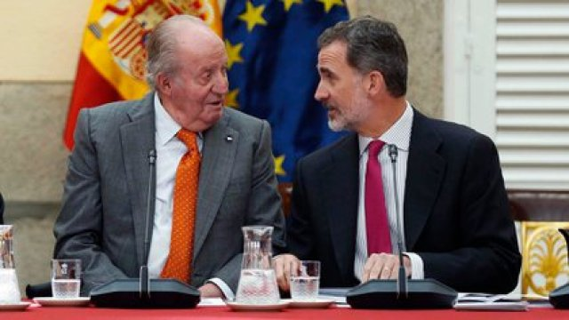 El rey Juan Carlos y su hijo, el rey Felipe (EFE)