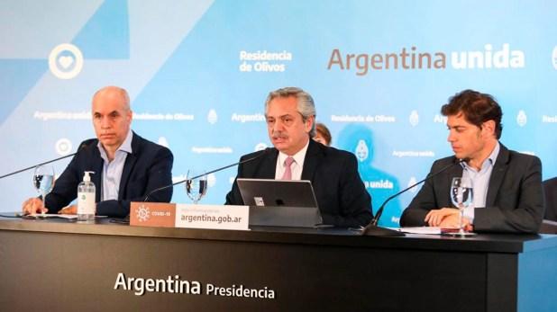 Alberto Fernández, flanqueado por Horacio Rodríguez Larreta y Axel Kicillof. Se viene otro capítulo de la cuarebtena.