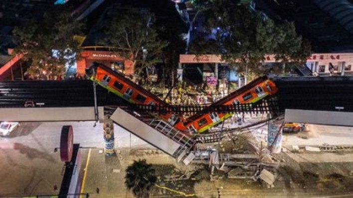 El lugar donde un tren se precipitó por un paso elevado que se derrumbó parcialmente el lunes por la noche en la Ciudad de México (Héctor Vivas/ Getty Images)