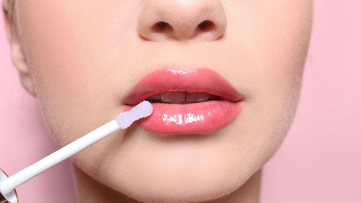 La vuelta de los labiales gloss, con y sin color (Shutterstock)