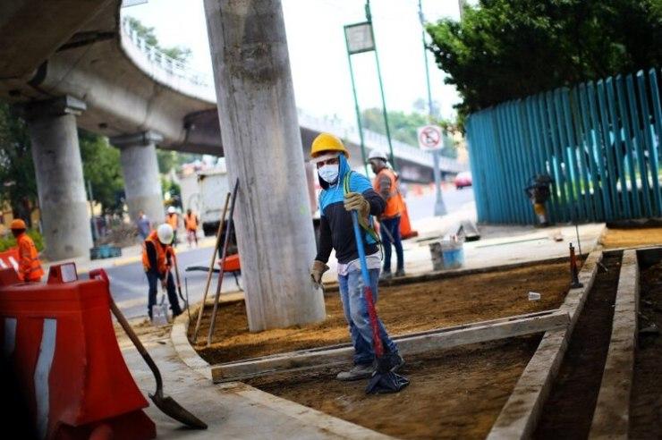 En la Argentina aún no se rehabilitó la obra pública con protocolo, como ocurre en México (Reuters)