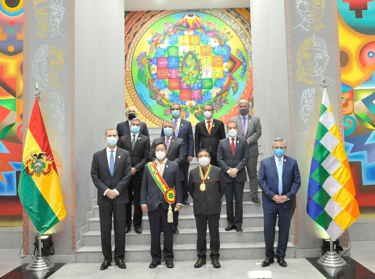 (L-R, front row) Spain's King Felipe, Bolivia's President Luis Arce, Bolivia's Vice President David Choquehuanca, Argentina's President Alberto Fernandez, (L-R, 2nd row) Paraguay's President Mario Abdo Benitez, Colombia's President Ivan Duque, Peru's Prime Minister Walter Martos, (L-R, 3rd row) Iran's Foreign Minister Mohammad Javad Zarif, Chile's Foreign Minister Andres Allamand, Venezuela's Foreign Minister Jorge Arreaza, Uruguays's Foreign Minister Francisco Bustillo pose for a photograph, in La Paz, Bolivia November 8, 2020. Courtesy of Bolivian Presidency/Handout via REUTERS ATTENTION EDITORS -  THIS IMAGE HAS BEEN SUPPLIED BY A THIRD PARTY. NO RESALES. NO ARCHIVES.