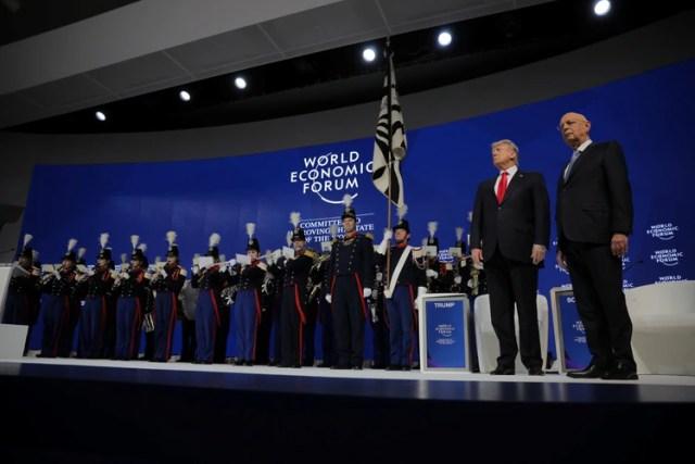 Además de la situación económica, los líderes mundiales en el Foro Económico Mundial en Davos expresaron su preocupación a la hora de interactuar con sus empleadas mujeres en el trabajo. (Reuters)