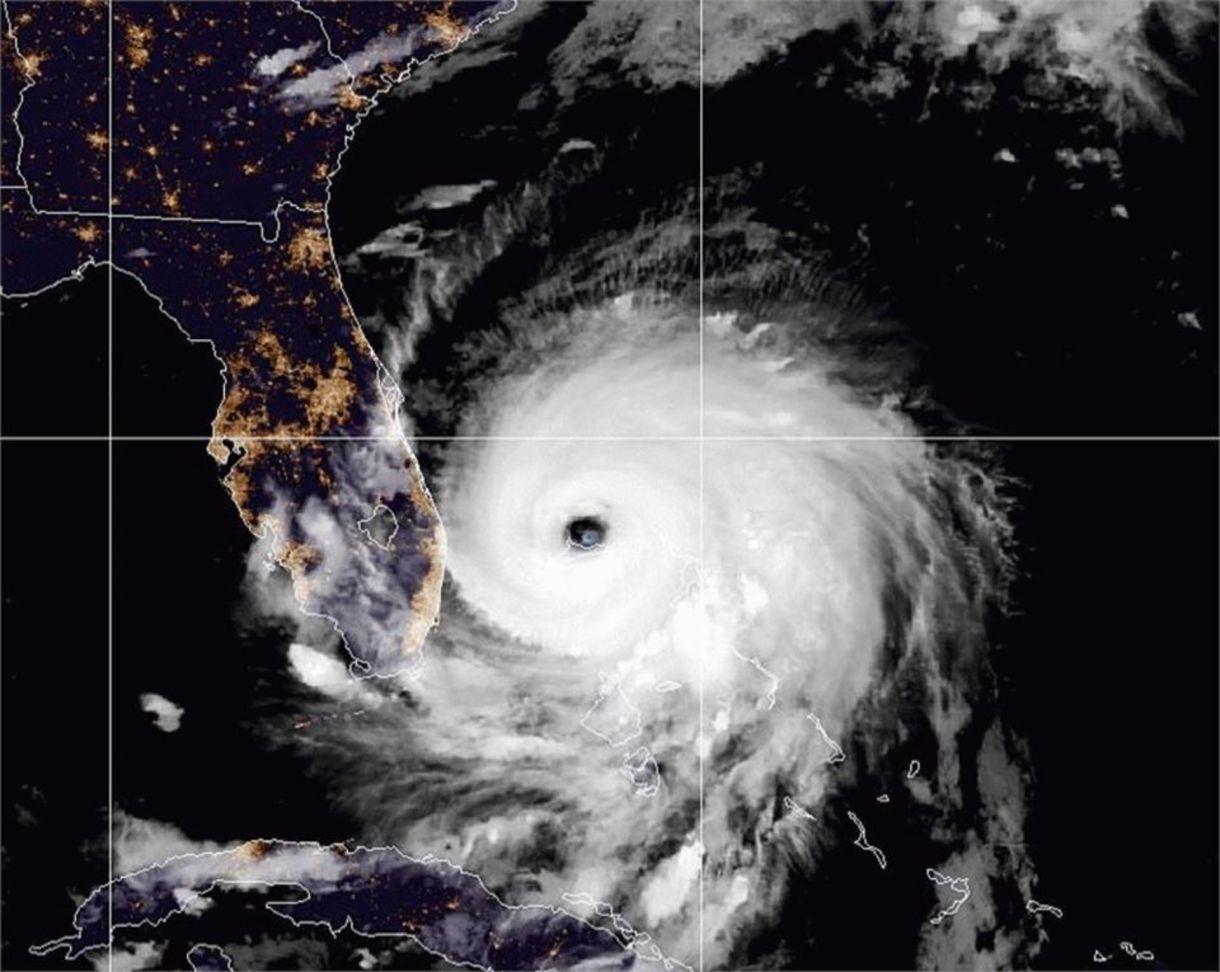 El paso de Dorian por Bahamas; la llegada a Florida se pronostica para las primeras horas del martes 3 de septiembre (Foto: NWS)