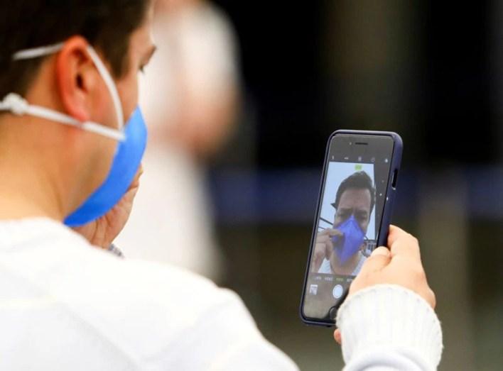 El avance de la pandemia llevó a la implementación de diferentes tecnologías para ayudar a contener o reducir el contagio (REUTERS/Matias Baglietto)