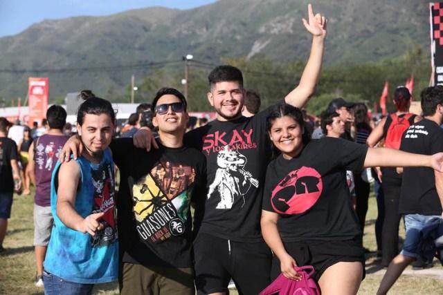 Fanáticos del rock provenientes de todo el país, e incluso países limítrofes, en su tierra prometida: el Cosquín Rock de todos los veranos (Mario Sar)