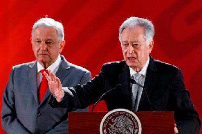 Manuel Bartlett, titular de la CFE, recibió el respaldo de AMLO tras el apagón masivo y las críticas por la explicación del origen del siniestro (Foto: José Méndez/ EFE)