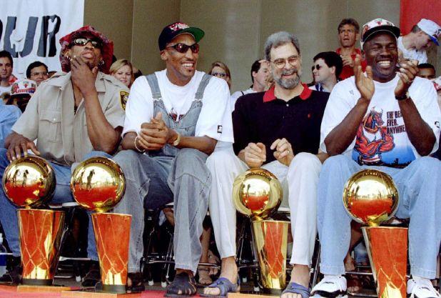 Dennis Rodman, Scottie Pippen, el entrenador Phil Jackson y Michael Jordan, las figuras de los Chicago Bulls