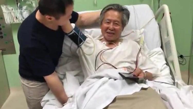 El indultado presidente Fujimori junto a su hijo