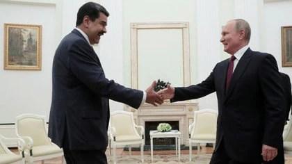 Vladimir Putin es uno de los grandes aliados del dictador venezolano, Nicolás Maduro (Sergei Chirikov/Pool vía REUTERS)