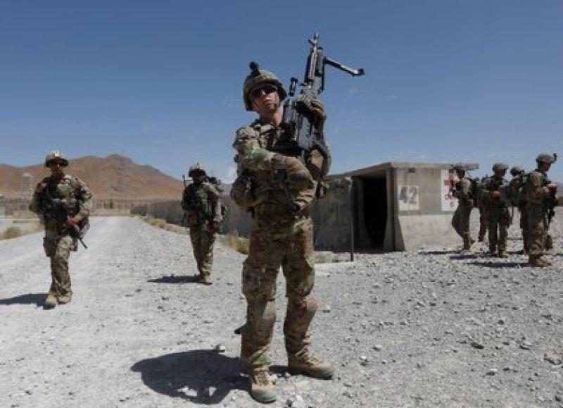 IMAGEN DE ARCHIVO. Tropas estadounidenses patrullan en una base del Ejército Nacional Afgano en la provincia de Logar, Afganistán, Agosto 7, 2018. REUTERS/Omar Sobhani
