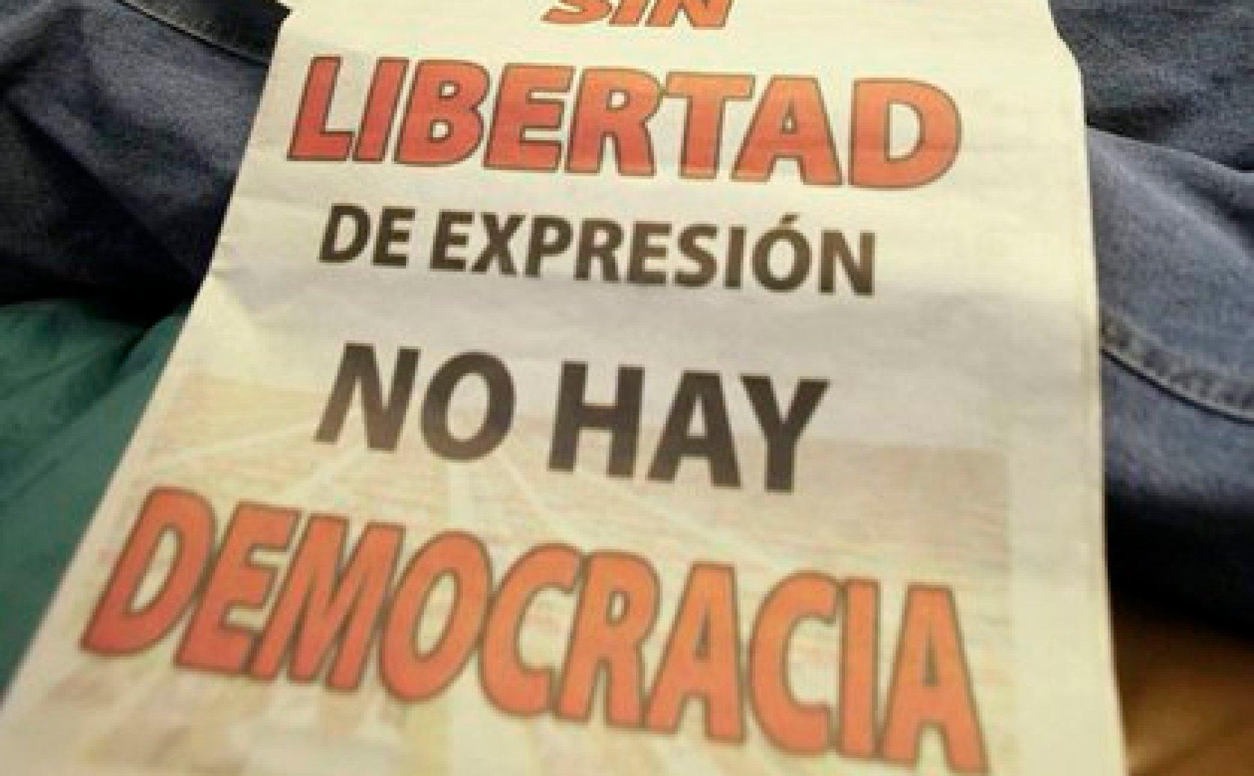 Estos proyectos de ley pretenden darle una fachada de legalidad al Gobierno de Ortega para seguir hostigando y persiguiendo a periodistas (EFE/Archivo)
