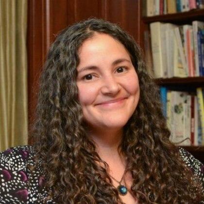 Laurie Santos, psicóloga y profesora de Yale ha enlistado una serie de acciones al alcance de cualquiera para trabajar en su propia felicidad Foto: (Twitter @lauriesantos)