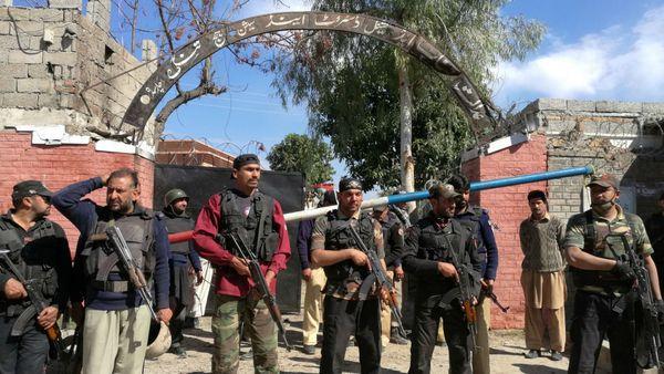 La policía detuvo el asalto y mató a dos de los tres atacantes