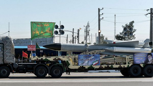 El régimen persa envió un mensaje a Occidente durante el desfile militar