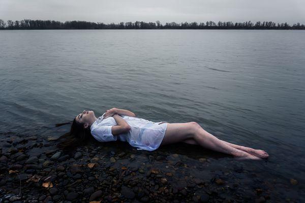 Los síntomas aparecen durante el transcurso de las 24 horas luego de permanecer sumergido en el agua