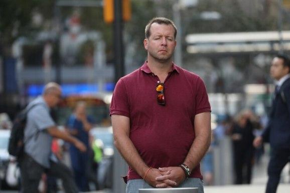 """Un hombre se detiene frente al """"Ground Zero""""(REUTERS/Shannon Stapleton)"""