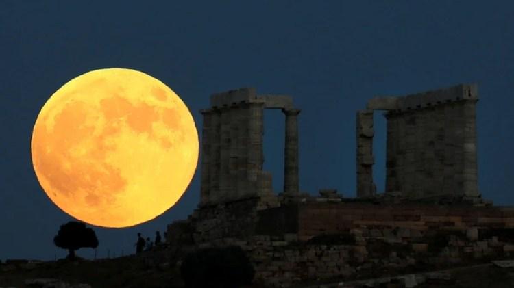 Así pudo verse la Luna en Grecia este 27 de julio (Reuters)