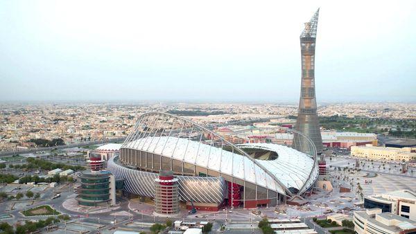 Qatar se encuentran construyendo estadios para el mundial de fútbol de 2022. La FIFA ya se comunicó con el país y el comité organizador en medio de la crisis (Reuters)