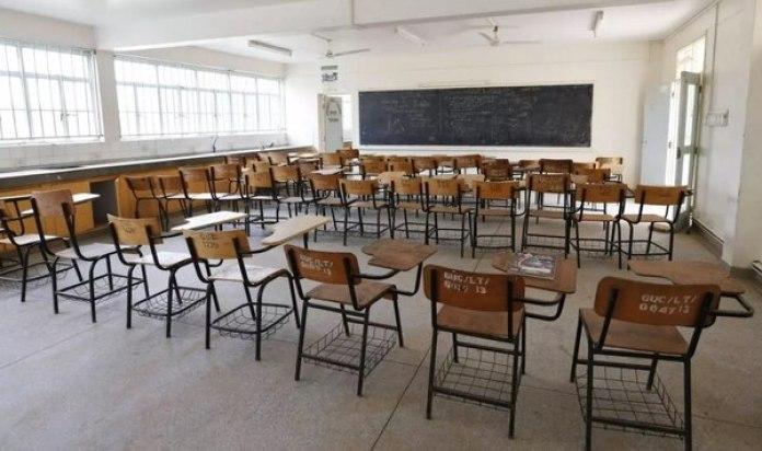 La ex maestra podrá conservar su certificado de educadora