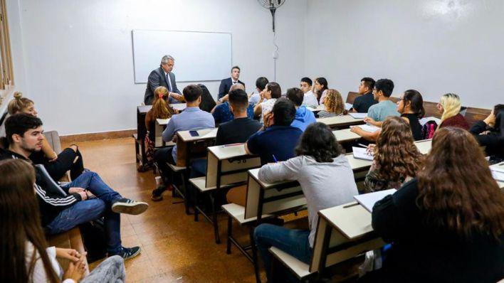 El presidente Alberto Fernández fue a dar clases a la Facultad de Derecho
