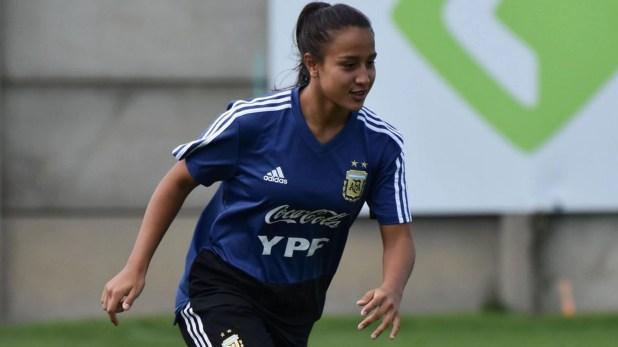 Dalila Ippólito, una de las figuras del fútbol femenino argentino, seguiría su carrera en la Juventus de Italia (Instagram: Stefanía León - AFA)