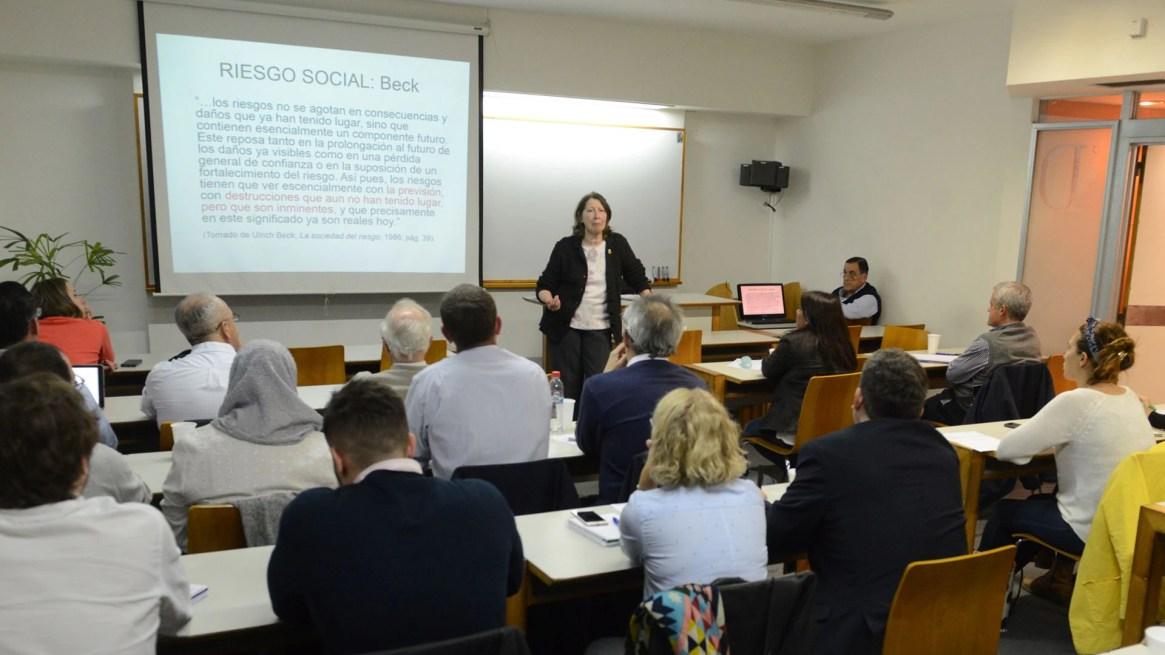 """""""La mejor forma de prevenir es reducir la vulnerabilidad social"""", afirmó la Doctora en Geografía Claudia Natenzon."""