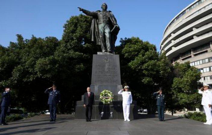El mandatario le rindió homenaje en su más reciente viaje (Foto: Presidencia)