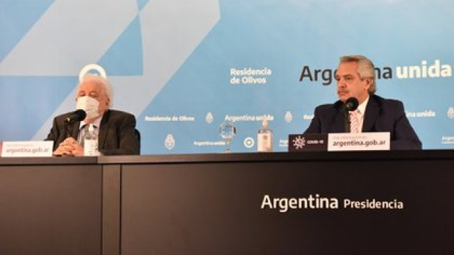 Alberto Fernandez y Gines Gonzalez Garcia anunciaron el acuerdo con Rusia (Franco Fafasuli)