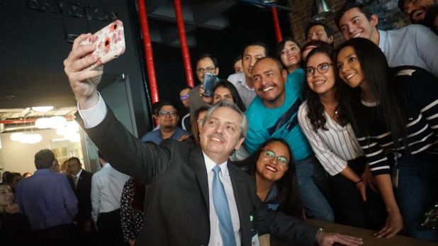 Fernández en la oficina de Globant en México