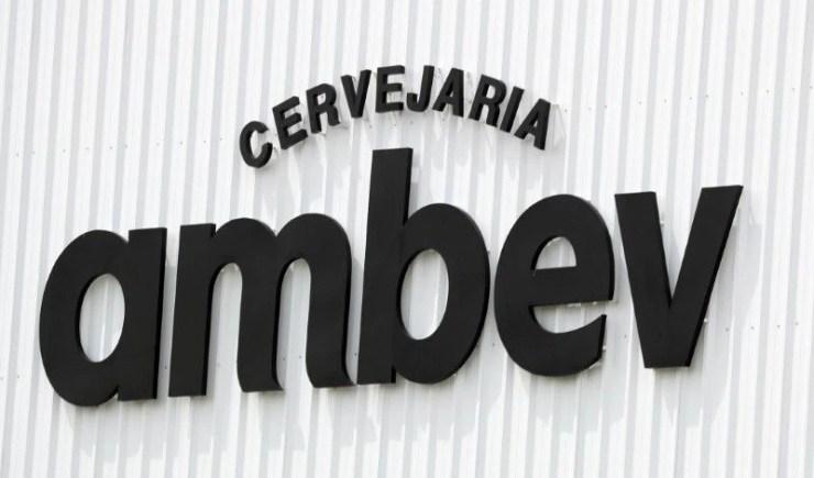 Foto de archivo. El logo de la compañía AmBev (Companhia de Bebidas das Americas) en su unidad en Fortaleza, Brasil. 10 de enero de 2019. REUTERS/Paulo Whitaker