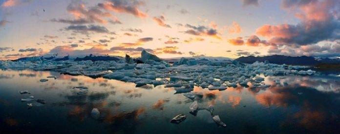 """En la categoría """"Panorámicas"""" el primer puesto fue para Mateusz Piesiak (Polonia) con """"Icebergs"""". La imagen la tomó en Islandia, con un iPhone 6 Plus."""