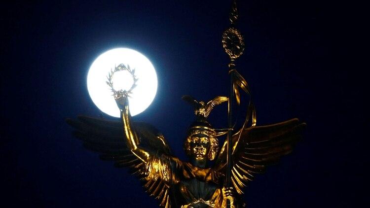 El 21 de marzo se presenta la superluna(Foto: REUTERS/Fabrizio Bensch)