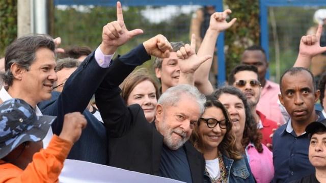 Lula da Silva tras la salida de prisión (AFP)