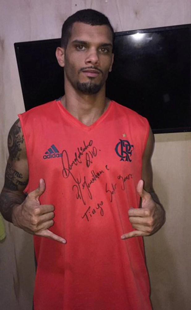 Uno de los que se llevó la firma de Ronaldinho como premio