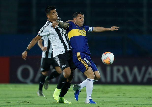 Carlos Tevez, capitán de Boca en el reinicio de su participación oficial en la Copa (REUTERS/Jorge Saenz)