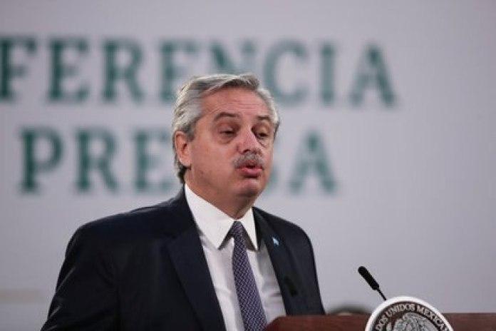 Alberto Fernández justificó que Eduardo Valdés, Jorge Taiana, Martín Guzmán y otros miembros del gobierno hayan sido inmunizados por sus tareas.