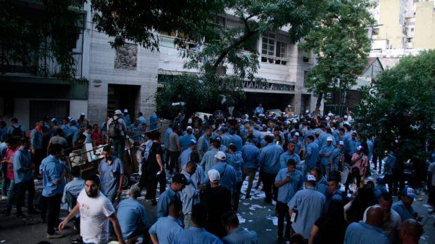 El 16 de diciembre la oposición a la conducción de Roberto Fernández tomo parte del edificio gremial ubicado en Balvanera y protagonizó graves incidentes.