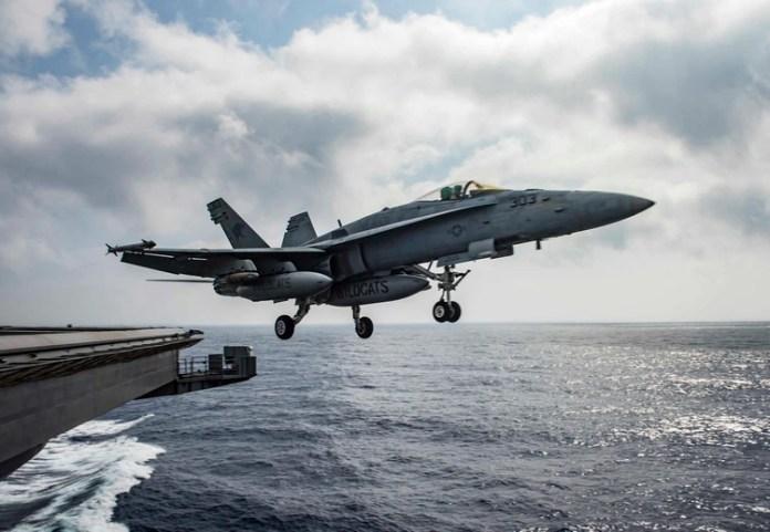 Un cazabombardero F/A 18 Super Hornet, como el volado por los tenientes Graves y Accoin (Reuters)